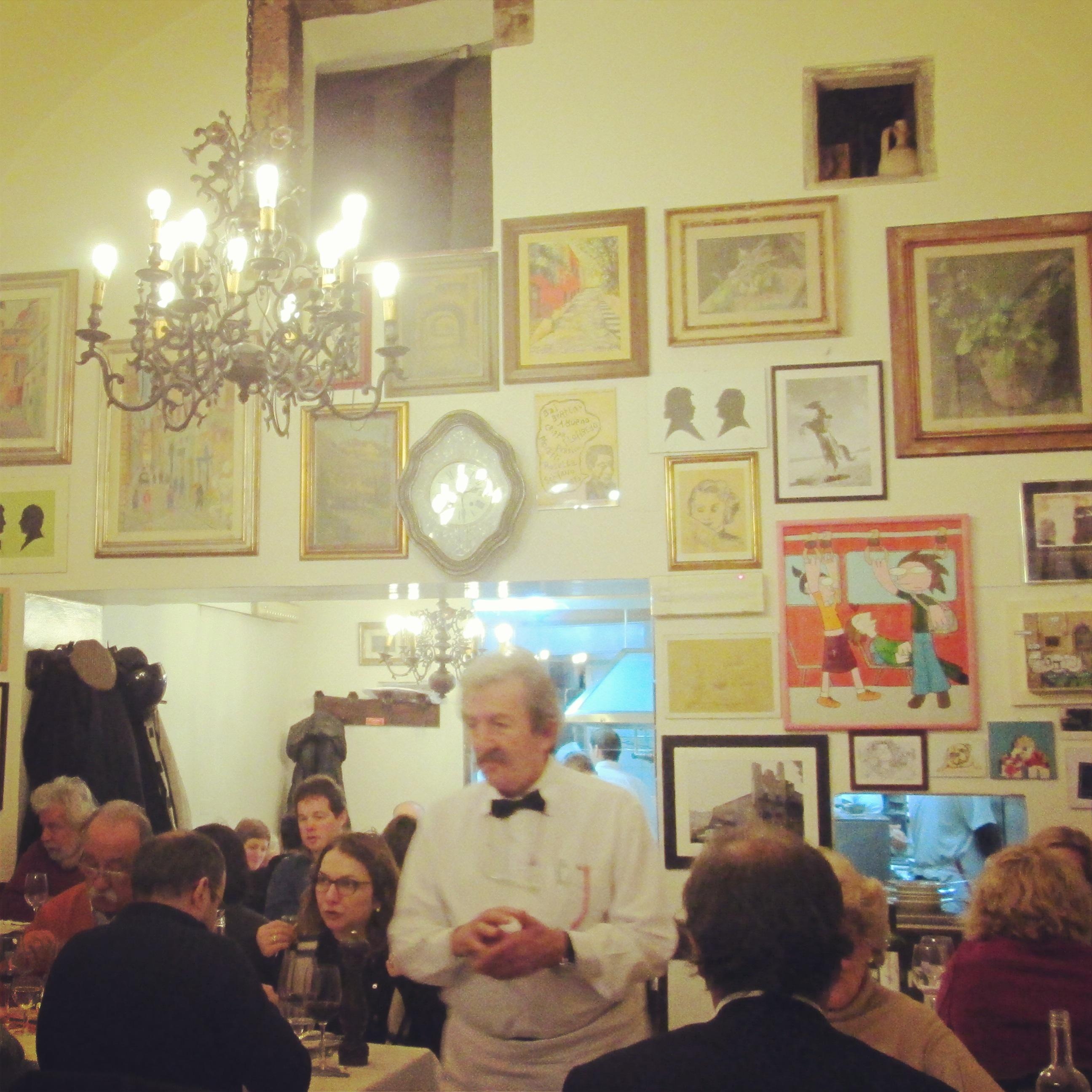 Camillo Trattoria Florence intérieur serveur à moustache