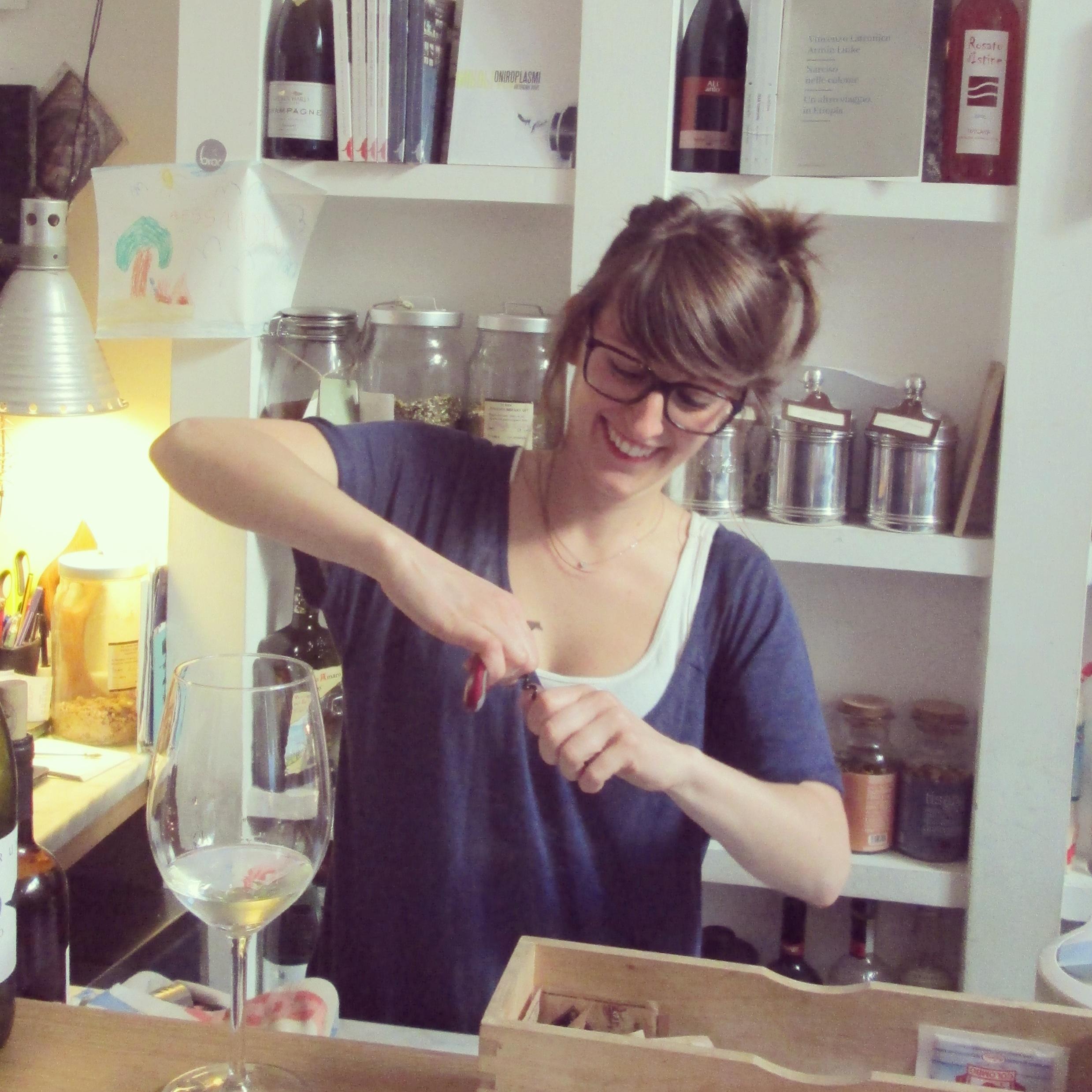 Giulia consultante en vin Brac Florence quartier santa croce alidifirenze
