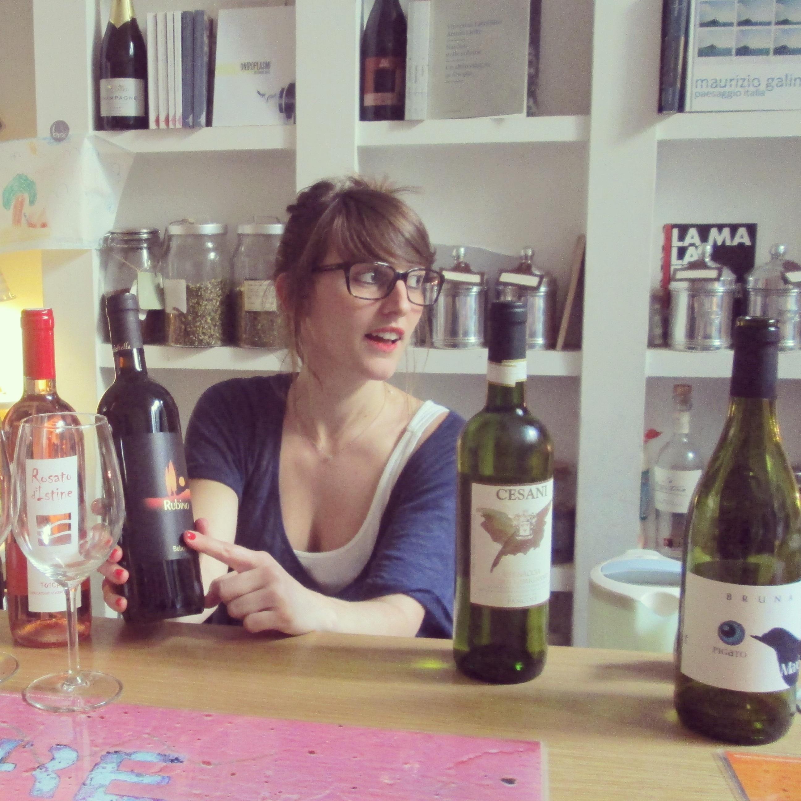 Giulia consultante en vin Brac Florence quartier santa croce alidifirenze2