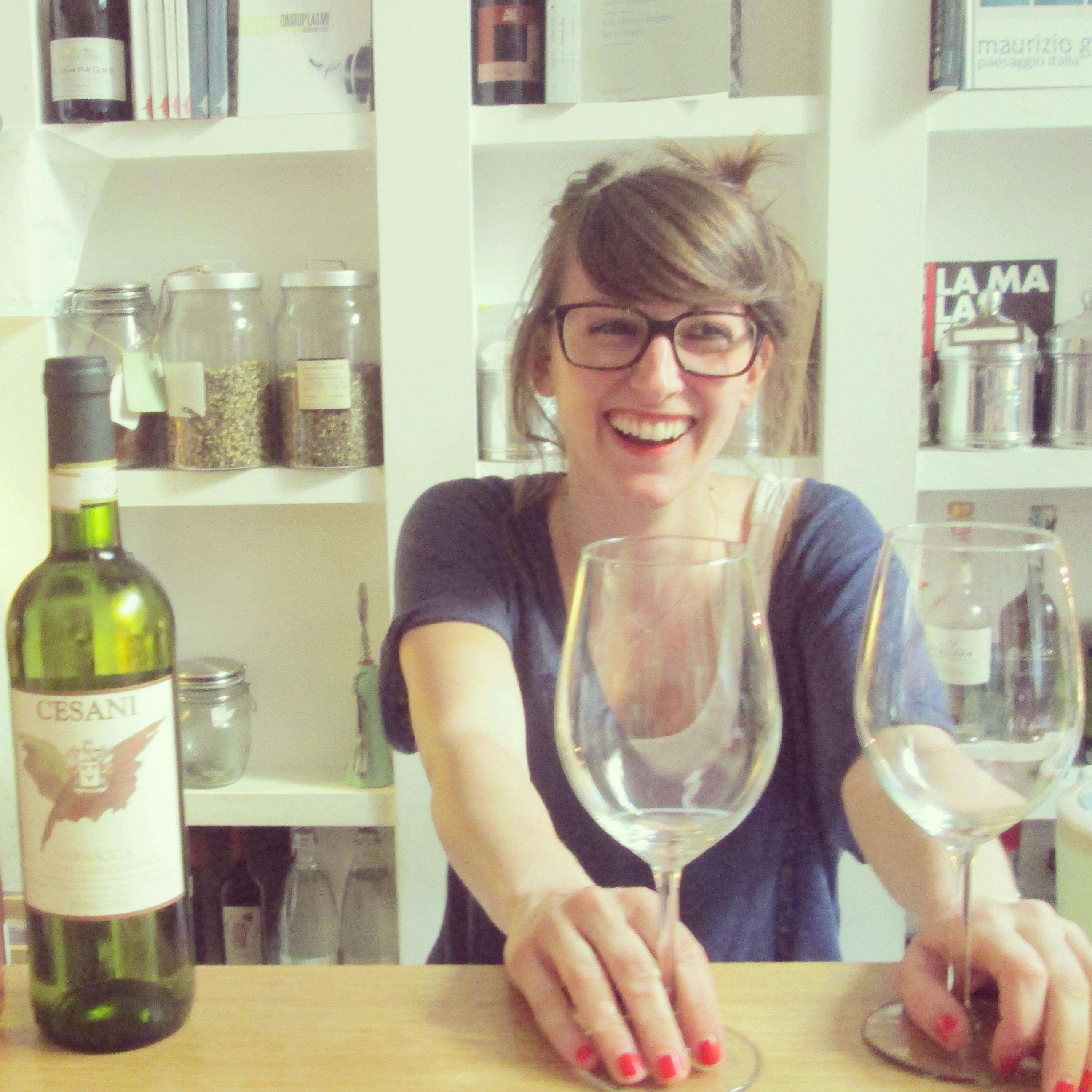Giulia consultante en vin Brac Florence quartier santa croce alidifirenze3