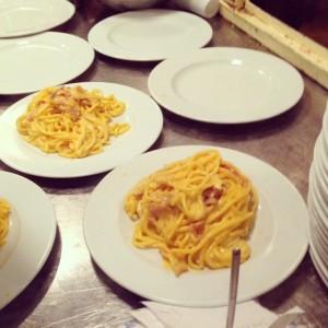 Pâtes cacio pepe chez Maccheroni piazza delle coppelle roma Alidifirenze