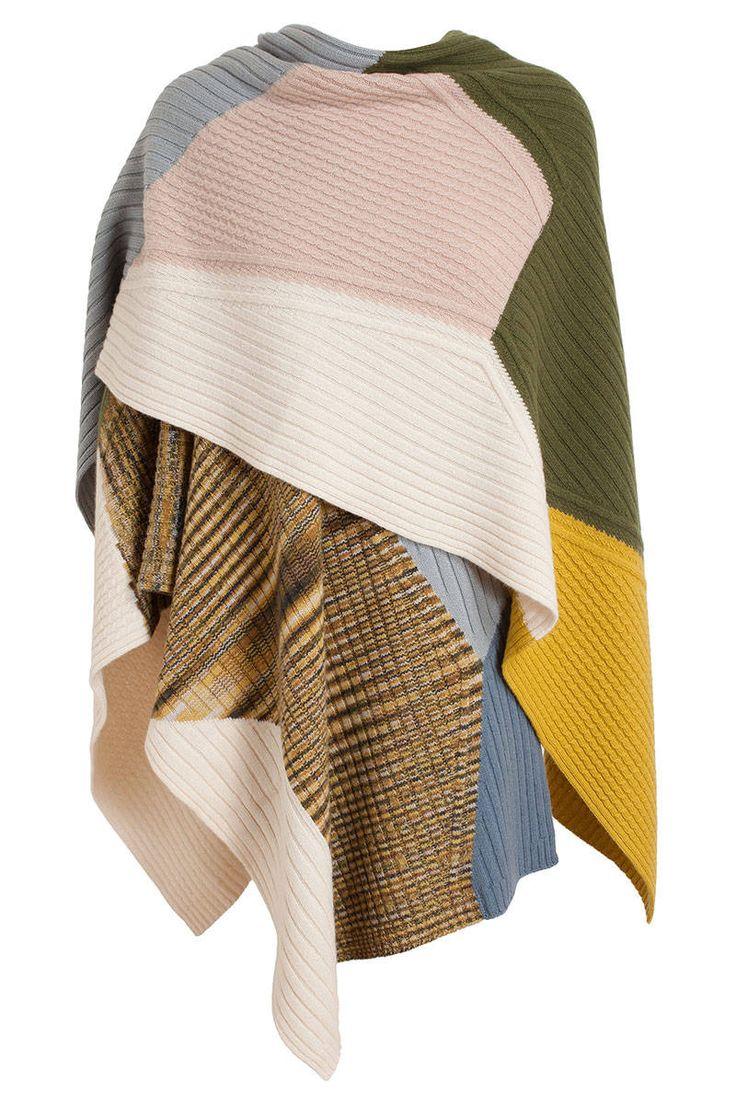 Un manteau en forme de cape pour l 39 hiver mode femme italie - Couvrir arbuste pour l hiver ...