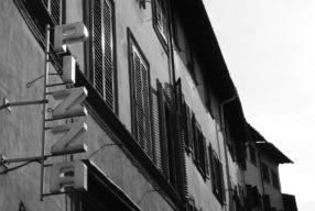 Enseigne Italienne #3 Pizza au Palazzo Pitti