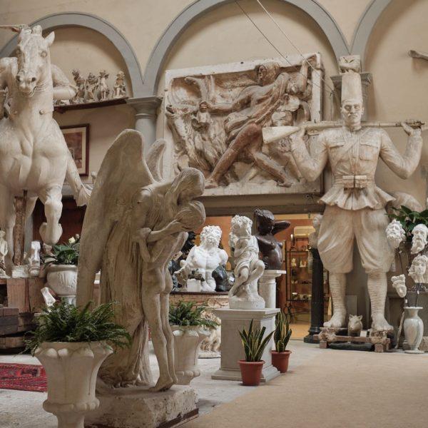 Scultures à Borgo San Frediano en Italie