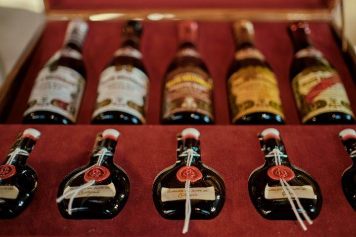 Bouteilles du meilleure vinaigre balsamique en Italie