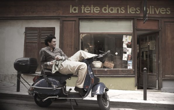 Cedric Casanova devant sa boutique à Paris