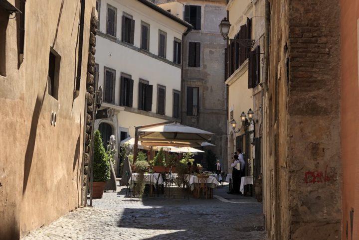 Rue de Rome montrant un bon restaurant